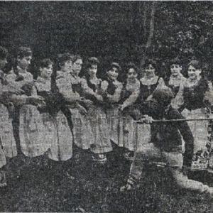 Euzkadi and Ojarbide - 1926 - Una escena de la ópera Iparraguirre, de Guimón. .pdf
