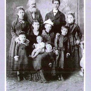 1877 - Familia Iparraguirre Querejeta. Mercedes 1877  Fo.jpg