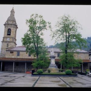 López---1994---Fachada-de-la-iglesia-de-San-Martín-de-Tours-en-Ur.pdf